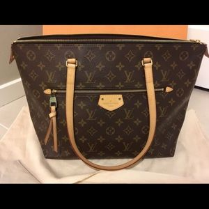 Louis Vuitton Iena MM